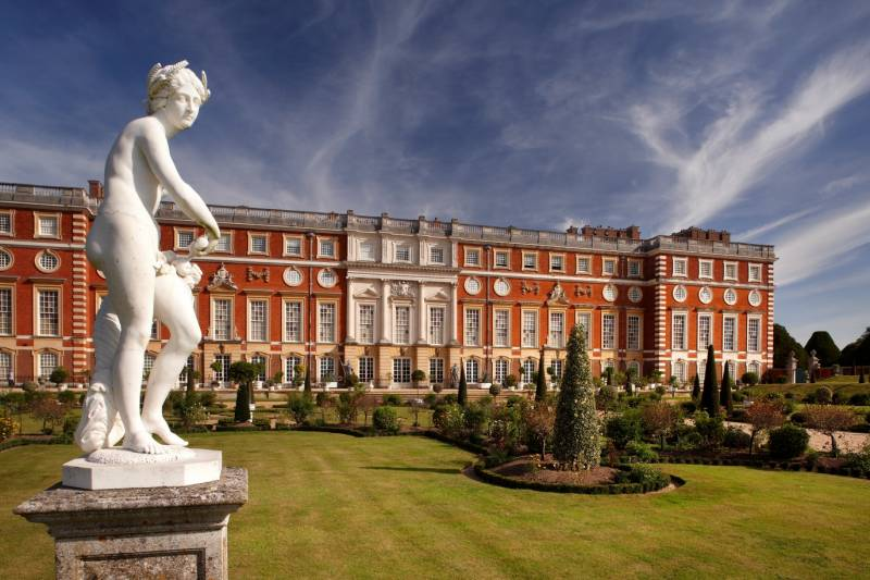 Hampton Court Palace is a historic royal palace built by Cardinal Wolsely and handed to his monarch King Henry VIII in the year 1528.